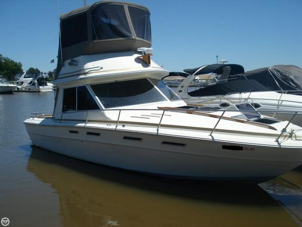 Used Sea Ray 300 SRV S Sports Fishing Boat For Sale