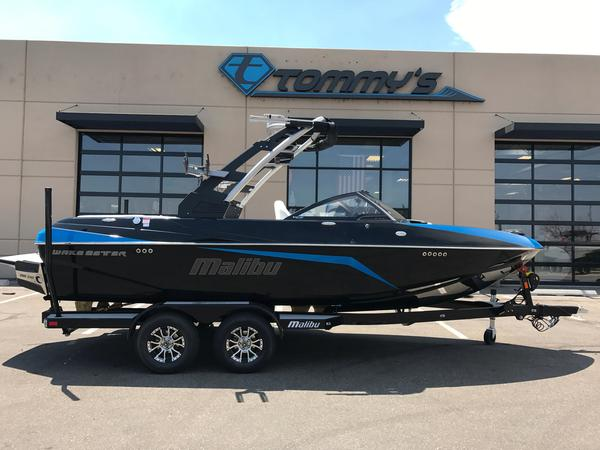 Used Malibu 21VLX Ski and Wakeboard Boat For Sale