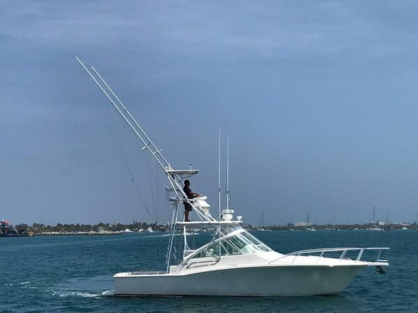 Used Cabo Yachts 32 Express Sports Cruiser Boat For Sale