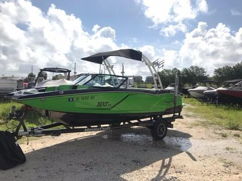 Used Mastercraft NXT20 Ski and Wakeboard Boat For Sale