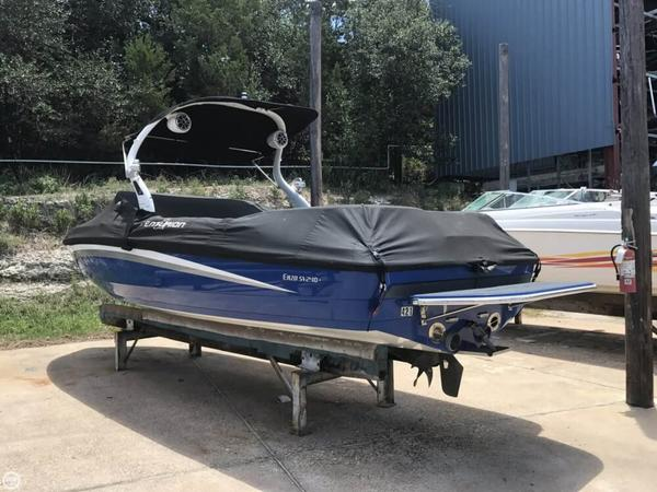 Used Centurion 240 Enzo SV Ski and Wakeboard Boat For Sale