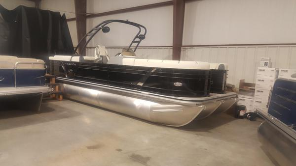 New Veranda 25RC Wake25RC Wake Pontoon Boat For Sale
