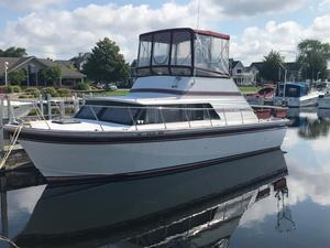 Used Marinette 32 Fisherman Freshwater Fishing Boat For Sale