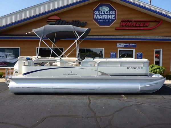 Used Bennington 2250LX Pontoon Boat For Sale