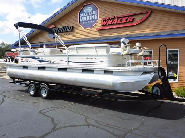 Used Tracker Suntracker Fish/Cruiser 24 Pontoon Boat For Sale