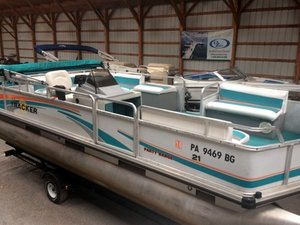 Used Sun Tracker PARTY BARGE 21 Pontoon Boat For Sale