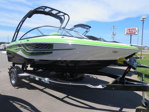 New Regal 1900 ESX Surf Bowrider Boat For Sale