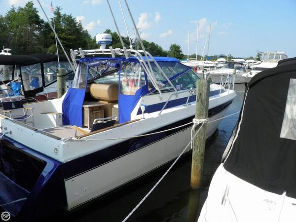 Used Chris-Craft Commander 332 Express Cruiser Boat For Sale