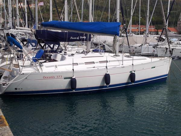 Used Beneteau Oceanis Clipper 373 Racer and Cruiser Sailboat For Sale