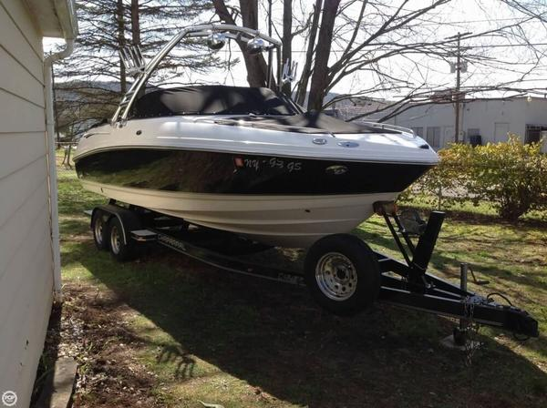 Used Chaparral 230 SSi Ski and Wakeboard Boat For Sale
