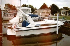 Used Carver 3257 Montego Express Cruiser Boat For Sale