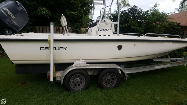 Used Century 2280 Bay Boat For Sale
