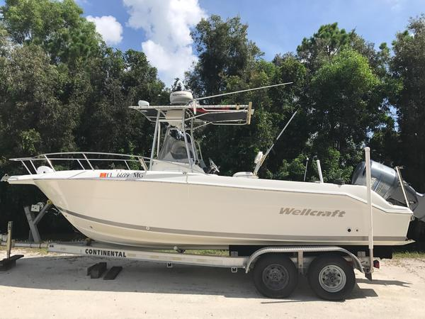 Used Wellcraft 250 Fisherman Saltwater Fishing Boat For Sale