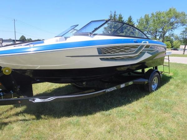 New Regal 1900 ESX Bowrider Boat For Sale