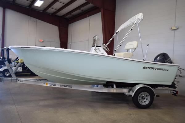 New Sportsman Island Reef 17 Center Console Fishing Boat For Sale