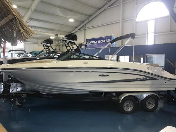 New Sea Ray SPX210 Bowrider Boat For Sale