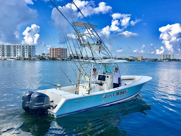 Used Regulator Tower 300s 32FS Center Console Fishing Boat For Sale