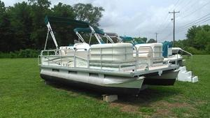 Used Riviera Cruiser RC1823 Pontoon Boat For Sale
