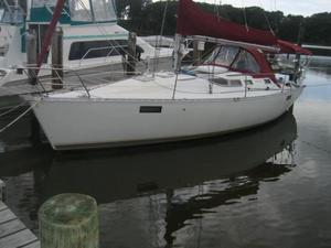 Used Beneteau 35 Oceanus Racer and Cruiser Sailboat For Sale