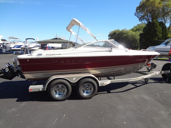 Used Maxum 2000 SRL Bowrider Boat For Sale