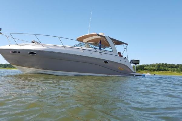 Used Rinker 312 Fiesta Vee - Fresh Water Only Express Cruiser Boat For Sale
