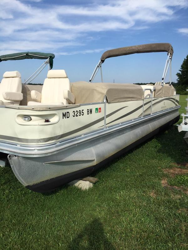 Used Bennington 2575 RFI Pontoon Boat For Sale