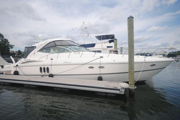 Used Cruisers Yachts 520 Express Sports Cruiser Boat For Sale