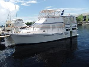 Used Marine Trader Lebelle Sun Deck Trawler Boat For Sale
