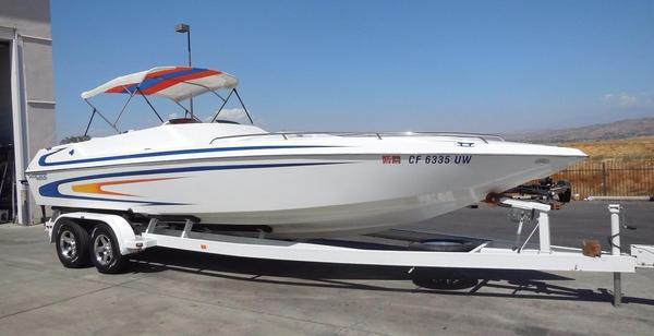 Used Warlock 25 World Class Mid-Cabin/BR High Performance Boat For Sale