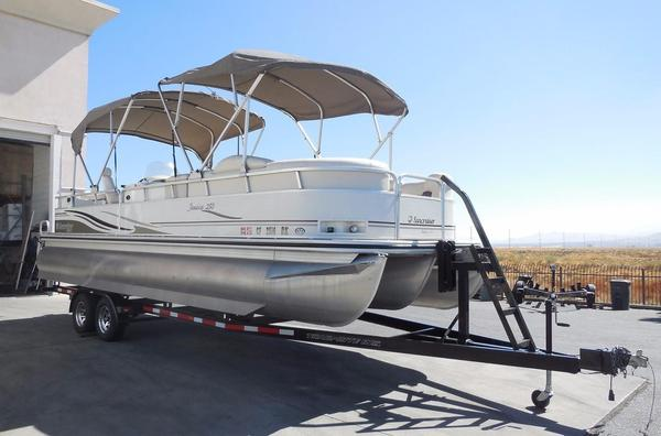 Used Lowe Suncruiser 250 Jamaica Pontoon Boat For Sale