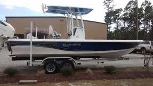 New Blue Wave 2400 Pure Bay Center Console Boat For Sale