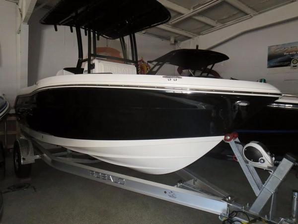 New Robalo 180 Center Console Fishing Boat For Sale