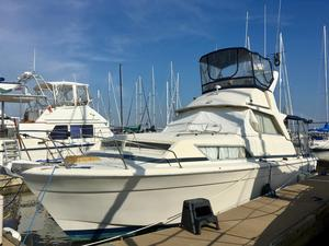 Used Chris Craft 33 Commander Cruiser Boat For Sale