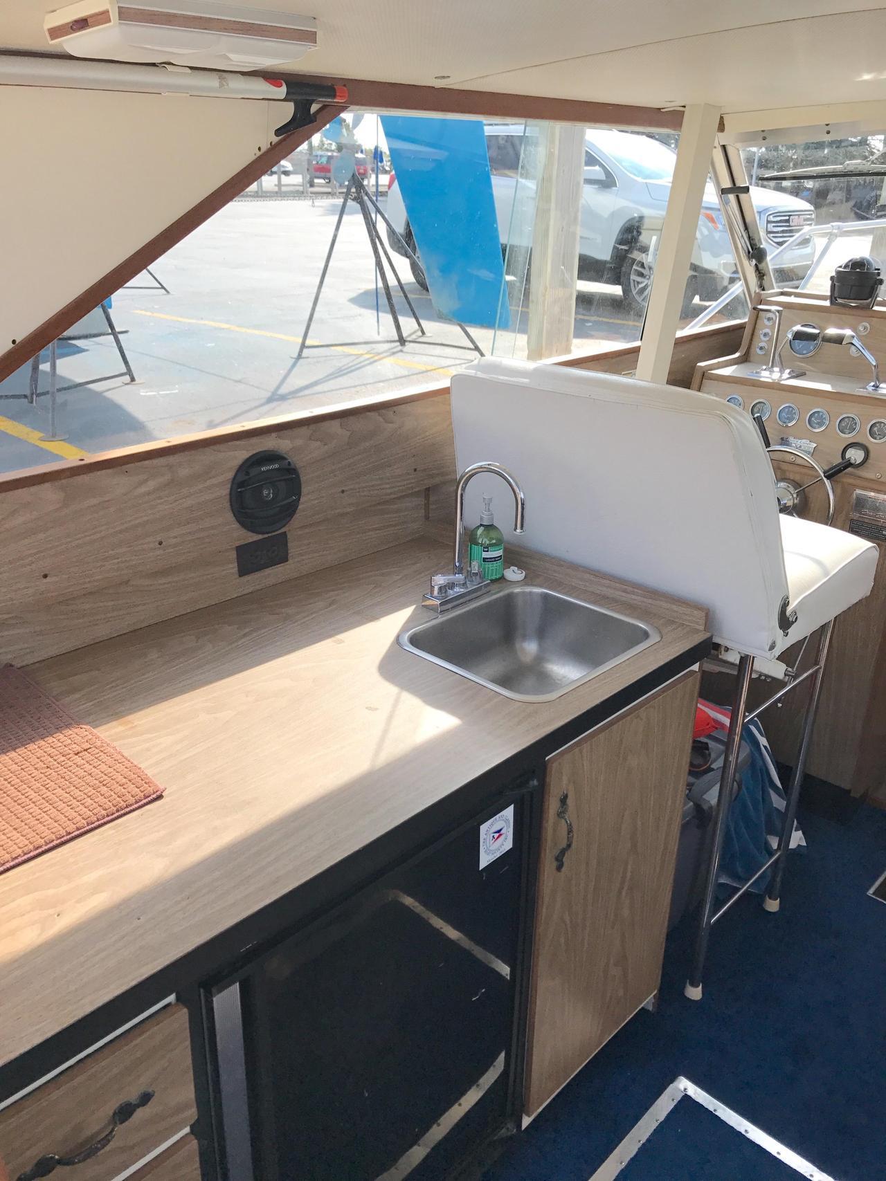 1973 Used Chris Craft 315 Commander Flybridge Boat For Sale