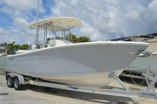 New Cobia Boats 261 CC Center Console Fishing Boat For Sale