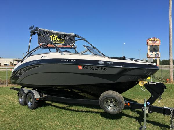 Used Yamaha AR240 High Output Ski and Wakeboard Boat For Sale