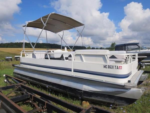 Used Bentley 200 Cruise Pontoon Boat For Sale