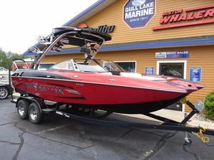 Used Malibu 22 MXZ Limited Ski and Wakeboard Boat For Sale