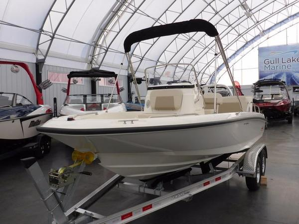 New Boston Whaler 180 Dauntless Limited Center Console Fishing Boat For Sale