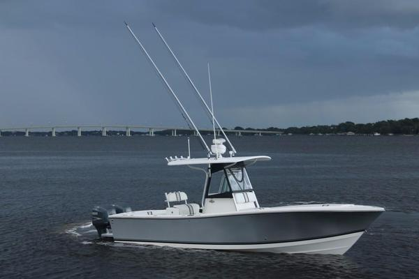 Used Regulator 26 Center Console Freshwater Fishing Boat For Sale