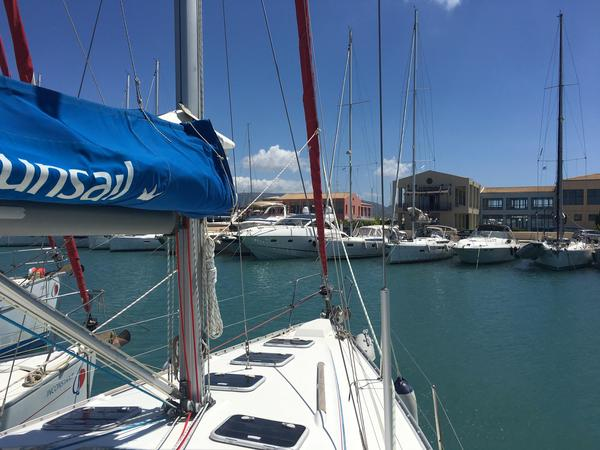 Used Beneteau Oceanis Clipper 393 Cruiser Sailboat For Sale