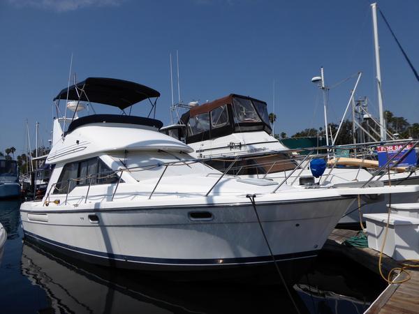 Used Bayliner 3388 Command Flybridge Boat For Sale