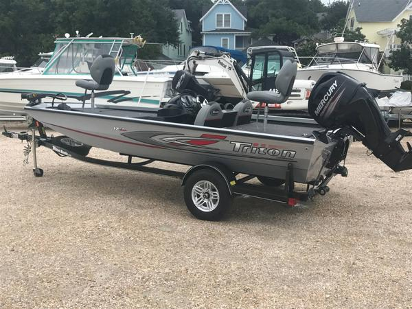Used Triton 17 TX Bass Boat For Sale