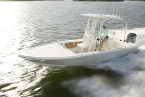 New Pathfinder 2500 HPS Hybrid Bay Boat For Sale