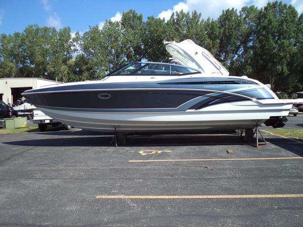 New Formula 330 CBR Bowrider Boat For Sale
