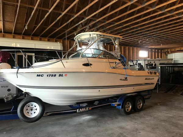 Used Wellcraft 240 Coastal Freshwater Fishing Boat For Sale