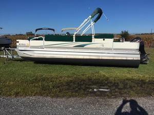 Used Bennington 2275 FS Pontoon Boat For Sale