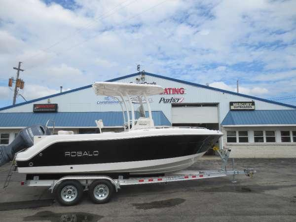 New Robalo R222CCR222CC Center Console Fishing Boat For Sale