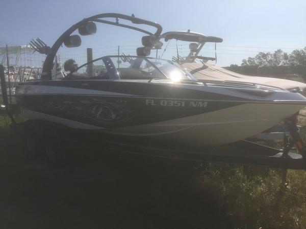 Used Malibu VTX WAKESETTER Ski and Wakeboard Boat For Sale
