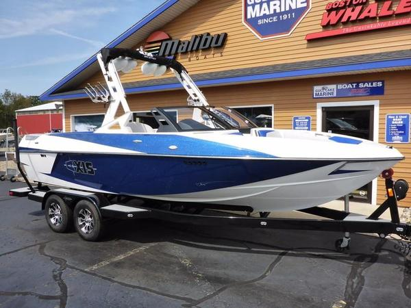 Used Axis Wake Research T22 Ski and Wakeboard Boat For Sale